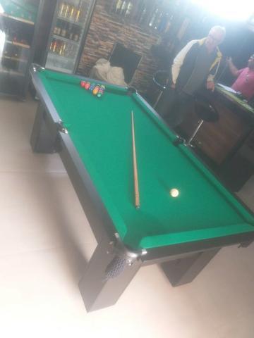 Mesa charme mdf e redes | mesa preta | tecido verde |