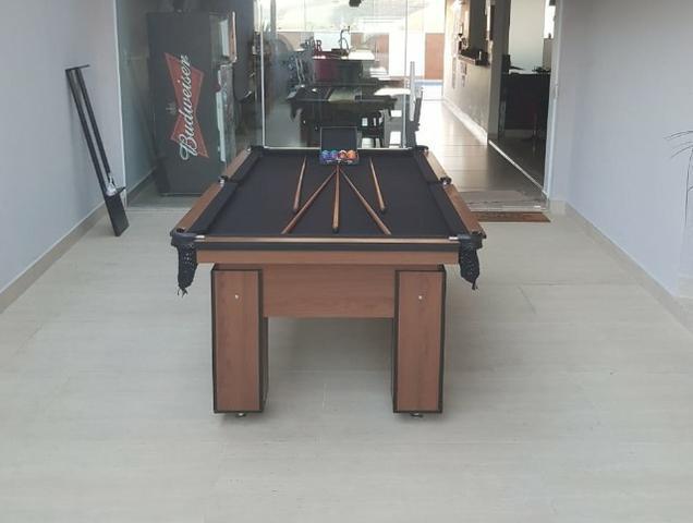 Mesa charme quatro pés   mesa imbuia   tecido preto  