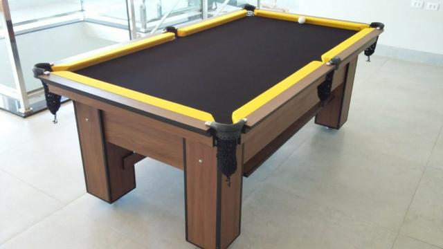 Mesa charme quatro pés   mesa imbuia   tecido preto   borda