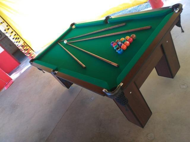Mesa charme de redinha | mesa imbuia | tecido verde |