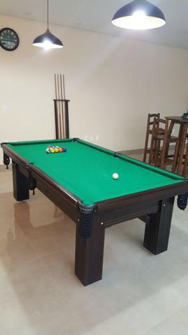 Mesa madeira 2,20 x 1,20 | mesa preta | tecido verde |