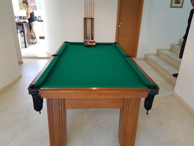 Mesa madeira carlin bilhares | mesa imbuia | tecido verde |