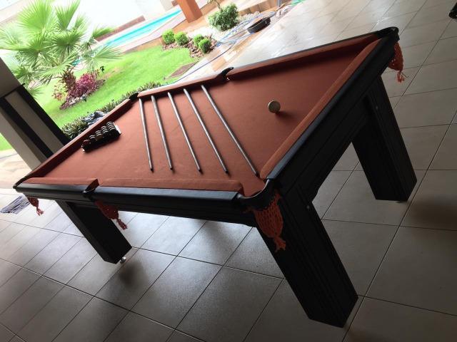 Mesa madeira carlin | mesa preta | tecido laranja | modelo: