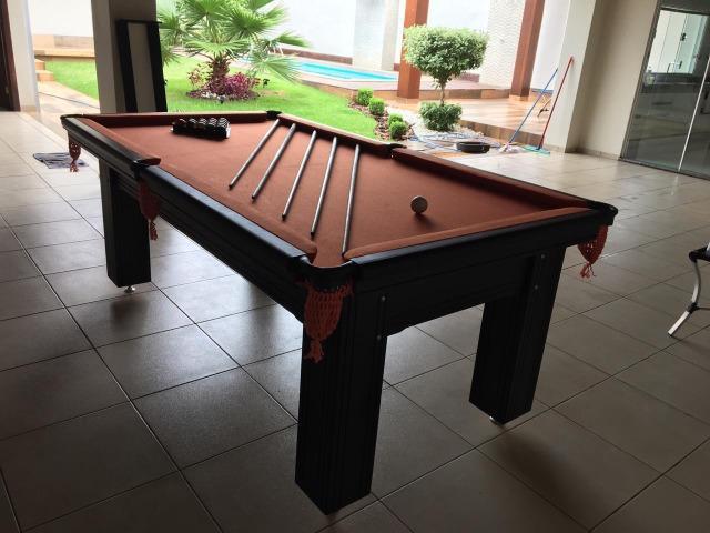 Mesa madeira maciça | mesa preta | tecido laranja | modelo: