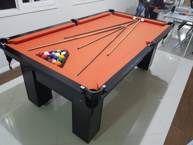 Mesa com 4 pés cor preta tecido laranja mod. qhlp1306