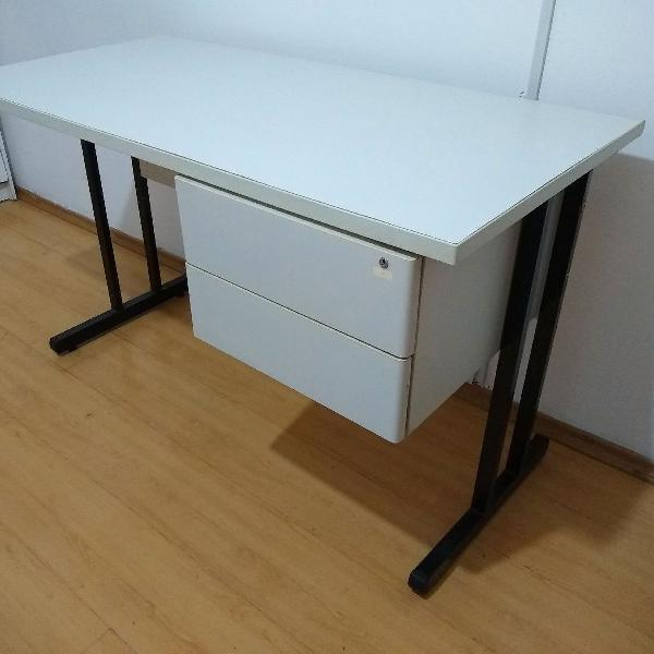Mesa de escritório, super nova com gavetas e chaves para
