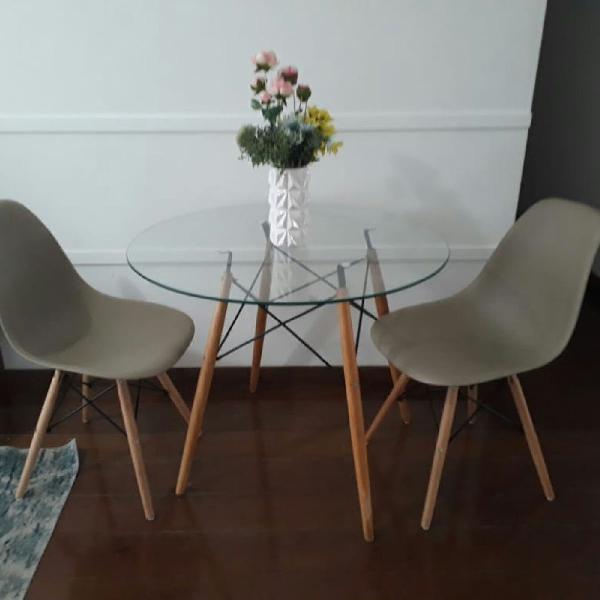 Mesa e cadeiras eames