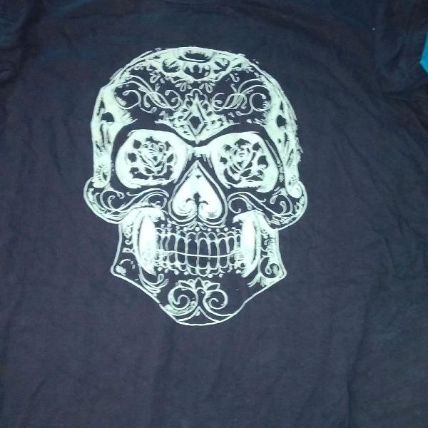 Camiseta azul escuro caveira