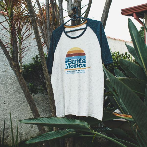 Camiseta com estampa santa monica