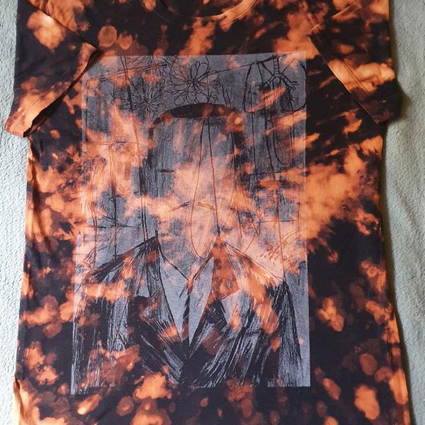 Camiseta descolorida / customizada / hype / feito a mão /