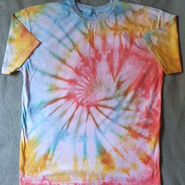 Camiseta tie dye / customizada / hype / feito a mão /