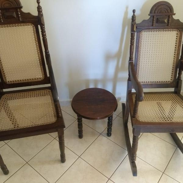 Conjunto cadeiras de palhinha e madeira + mesa de centro