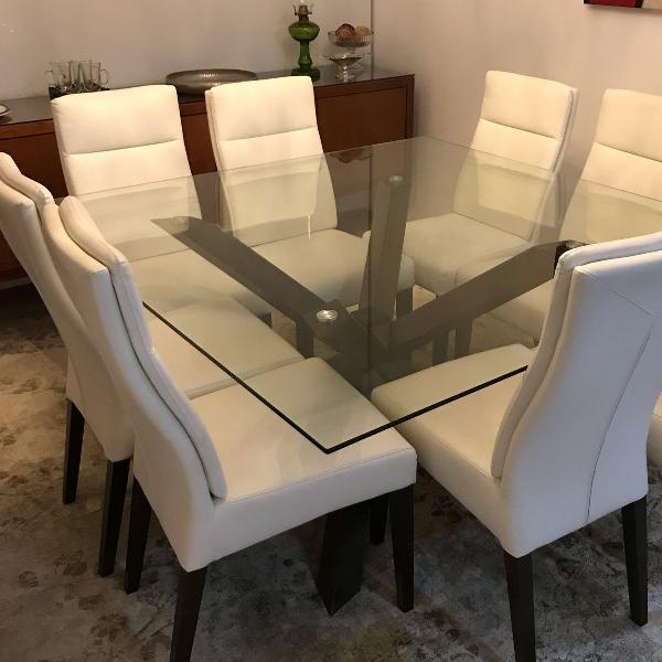 Conjunto de mesa com 8 cadeiras