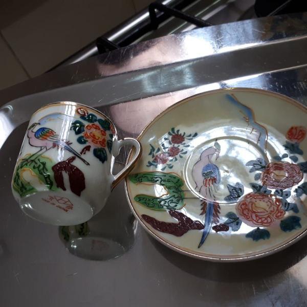 Conjunto de xícara e pires em porcelana casca de ovo