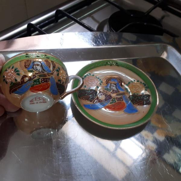 Conjunto de xícara e pires em porcelana japonesa casca de