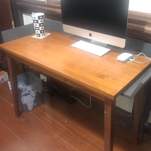 Mesa de estudos/ computador