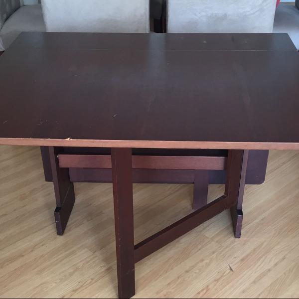 Mesa em madeira maciça totalmente dobrável