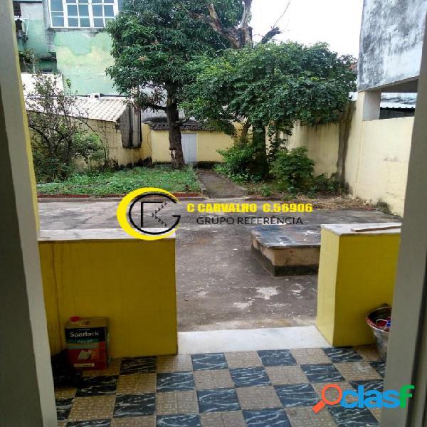 Casa em brás de pina/rj com quintal e garagem