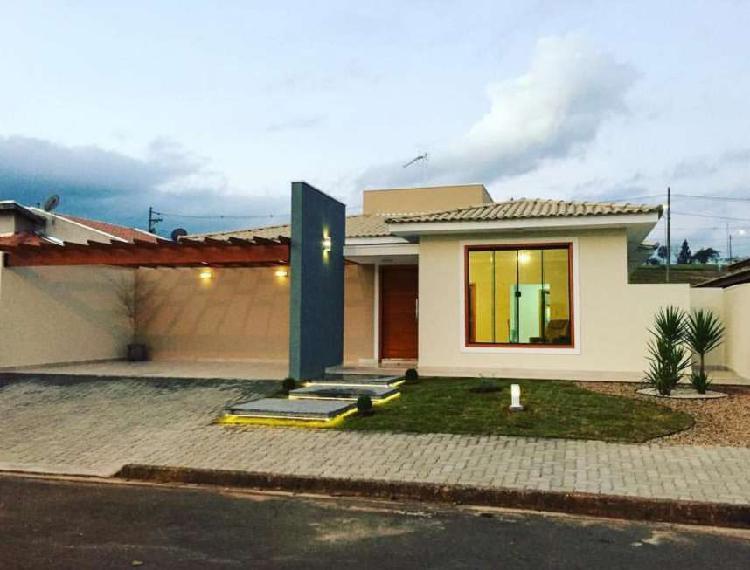 Casa para venda com 125 metros quadrados com 3 quartos.