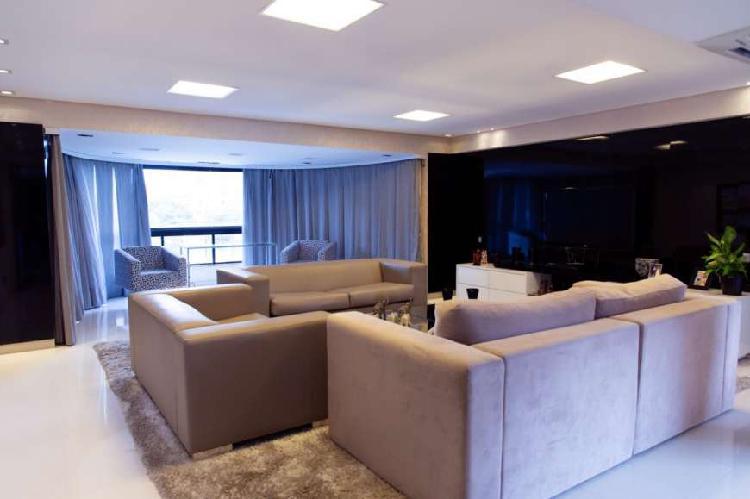 Apartamento com 260 metros quadrados com 3 suítes e 3 vagas