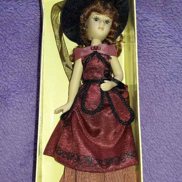 Boneca porcelana dama época madame bovary