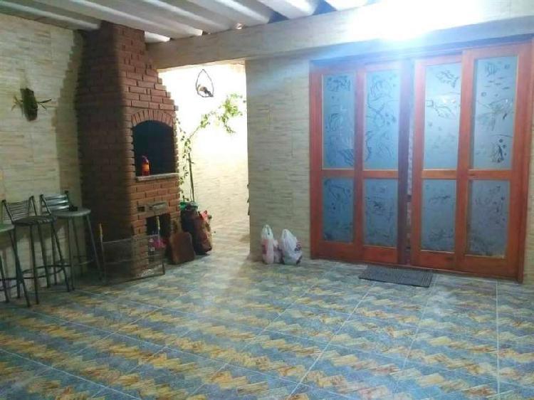Casa 02 dormitórios, bairro tupi, na imobiliária em praia