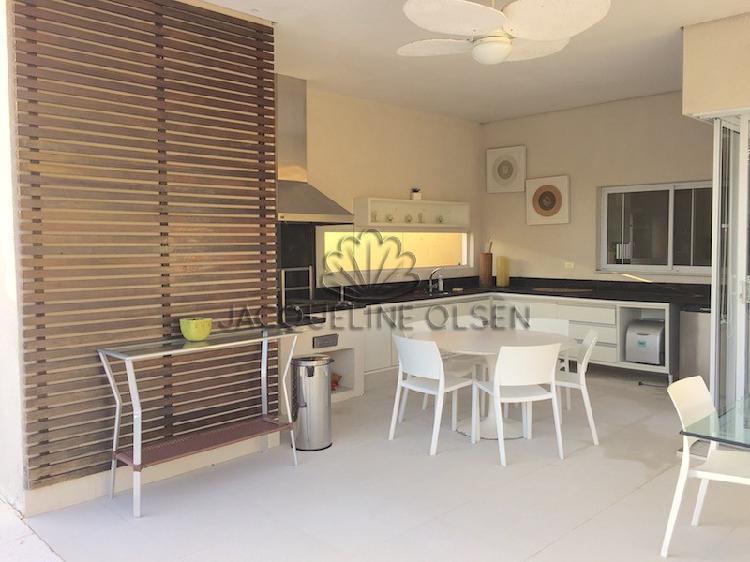Casa moderna bem decorada - cond hanga roa