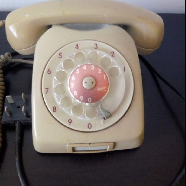 Telefone de disco antigo