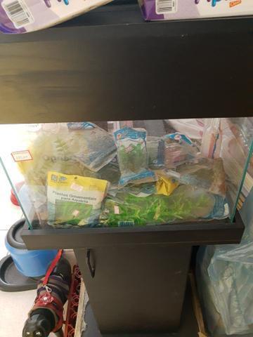 Vendo aquário novo com móvel preto 300,00