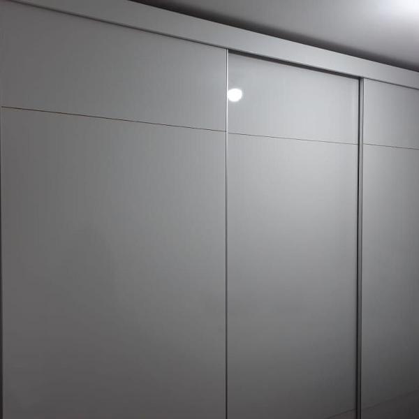 Guarda roupa casal - 3 portas de correr e 8 gavetas