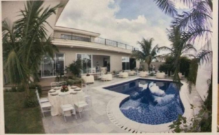 Vende-se uma linda casa com 4 quartos no parque residencial