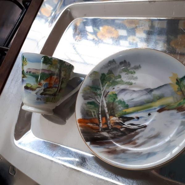 Xícara e pires em porcelana japonesa