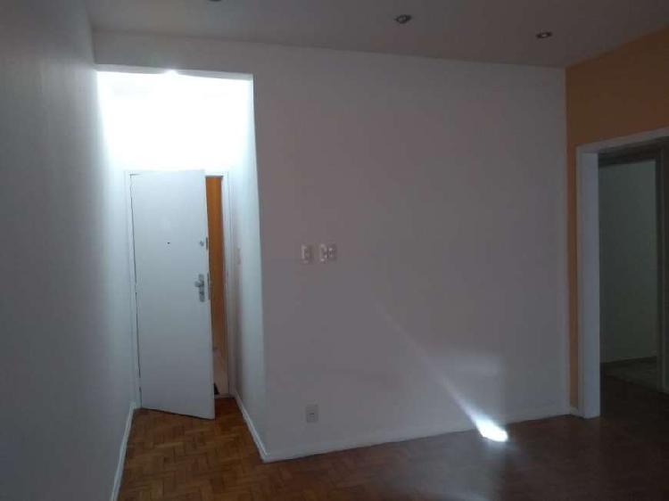 Aluo apartamento 80 metros quadrados com 3 quartos na rua