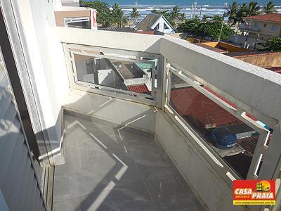 Apartamento 2 dormitórios a 80 metros da praia com sacada -