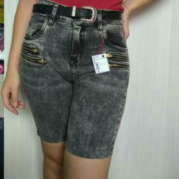 Bermuda jeans preta cintura alta