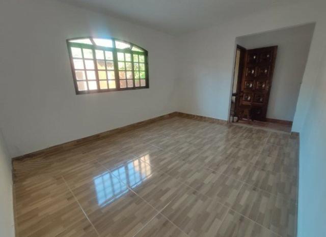 Casa térrea com 250m² de terreno (10x25) e 2 dormitórios