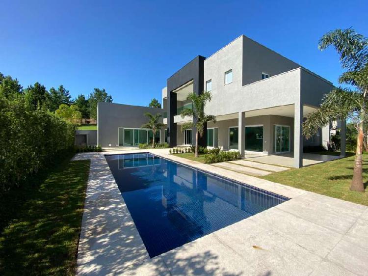 Casa de condomínio para venda tem 756 metros quadrados com