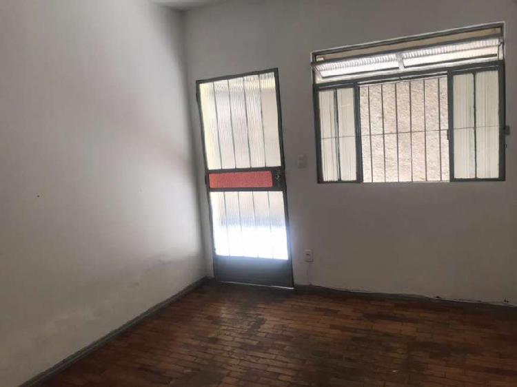 Casa para aluguel tem 70 metros quadrados com 2 quartos em