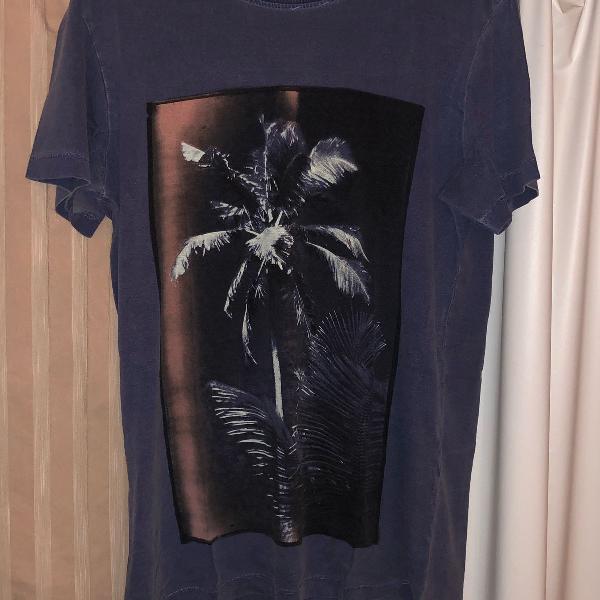 Camiseta azul estampa palmeira osklen