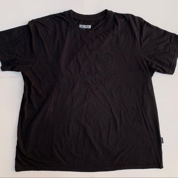 Camiseta - staple