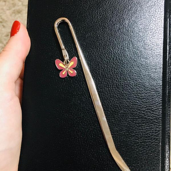Marcador de página, livro.. com pingente de borboleta