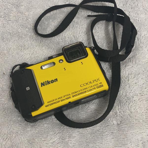 Máquina fotográfica nikon a prova dágua