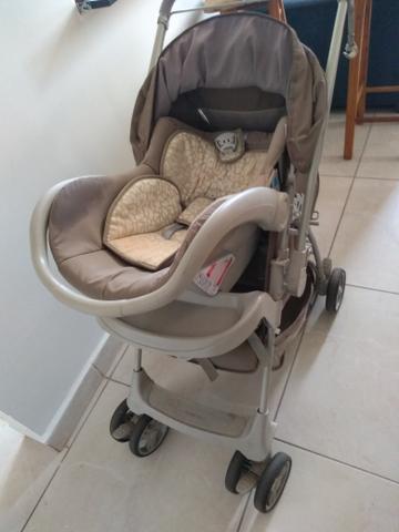 Carrinho de bebê galzerano com bebê conforto