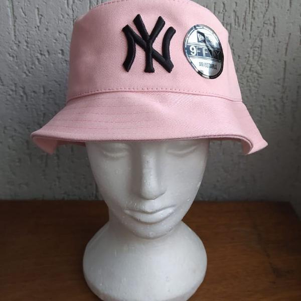 Ny light pink bucket hat