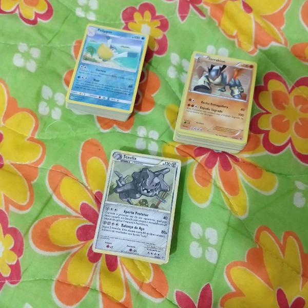 Pokémon deck com 50 cartas sortidas