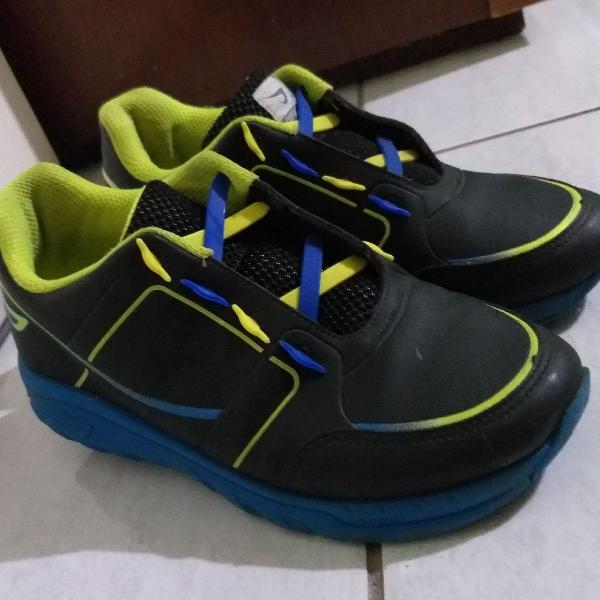 Tênis ortopé estica e puxa rodinha preto azul amarelo