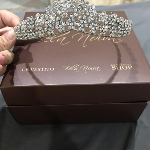 Belíssima tiara para noivas e debutantes !