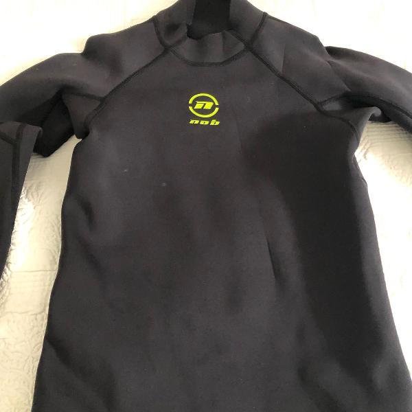 Blusa de neoprene preta nob especial para esportes aquaticos
