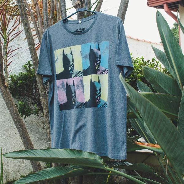 Camiseta com estampa batman popart