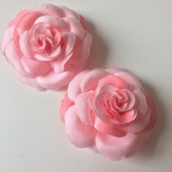 Duo de presilhas flor rosa